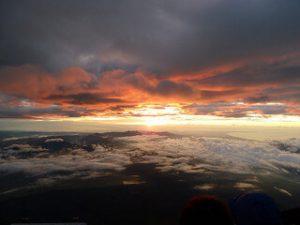 Sunrise from Mt Fuji Summit © Kalleboo via Flickr