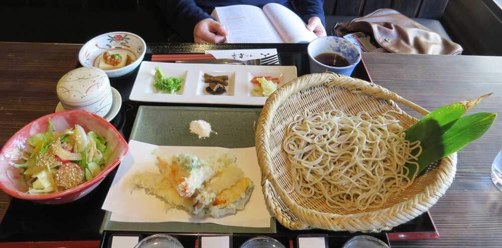 Chilled soba noodles with tempura