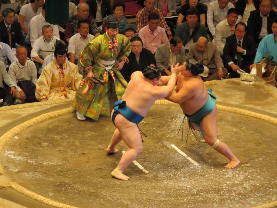 Rikishi in action | © Japan Trip